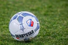 与乌德勒支足球会商标的Derbystar职业橄榄球 图库摄影