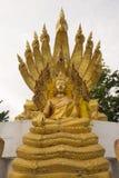 与九的菩萨雕象朝向蛇 库存图片