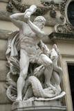 与九头蛇战斗的赫拉克勒斯在Hofburg宫殿,维也纳,奥地利 库存图片