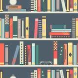 与书的无缝的样式在平的设计样式的书架 库存照片