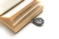 与书的汽车钥匙 免版税库存图片