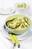 与乳清干酪和油煎的夏南瓜的意大利面团 库存图片