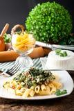 与乳清干酪和菠菜的面团 免版税库存图片