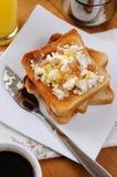 与乳清干酪的多士在早餐 库存照片