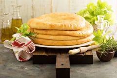 与乳酪装填的小面包干 库存照片