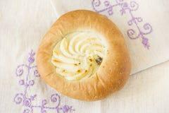 与乳酪装填的开胃小圆面包 免版税图库摄影