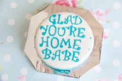 与乳香树脂文本的生日蛋糕 库存图片