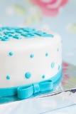 与乳香树脂文本的生日蛋糕 免版税库存图片