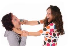 与二个妇女年轻人战斗 库存图片