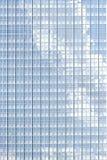 与云彩反射的镜子窗口 图库摄影