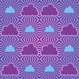 与云彩和光束的无缝的天空 免版税库存照片