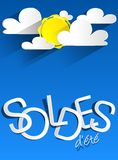 与云彩和太阳的坚硬折扣夏天销售 免版税图库摄影