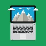 与云彩和航空器的山风景 免版税图库摄影