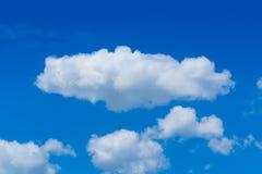 与云彩特写镜头的蓝天 库存照片