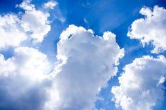 与云彩特写镜头33的蓝天 库存图片