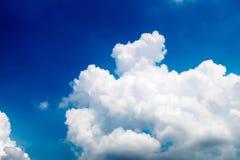 与云彩特写镜头,云彩的蓝天 免版税库存图片
