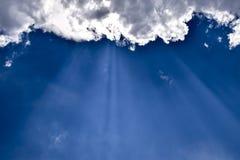 与云彩的天堂般的风景 在天空的积云 库存图片
