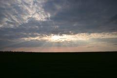 与云彩的天堂般的风景 在天空的积云 免版税图库摄影