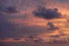 与云彩的天空在日落 库存图片