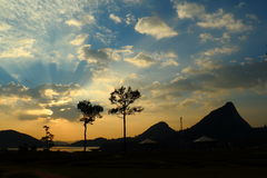 与云彩的天空在日落 免版税库存照片