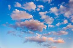 与云彩的天空纹理 图库摄影