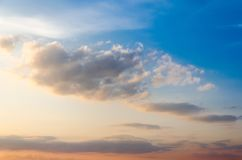 与云彩的天空纹理 库存图片