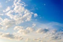 与云彩的天空纹理 免版税库存照片