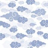 与云彩的无缝的样式在中国式 免版税库存照片