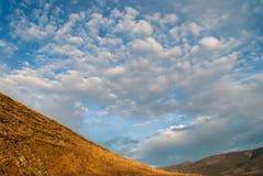 与云彩的早晨风景 库存照片