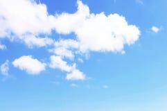 与云彩的美丽的蓝天 图库摄影