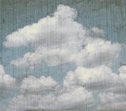 与云彩的葡萄酒卡片 免版税图库摄影