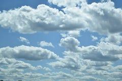 与云彩的蓝天在伊利诺伊 免版税图库摄影