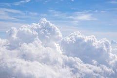 与云彩的蓝天在背景的天时间 库存照片