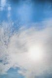 与云彩的蓝天,背景材料 免版税库存图片