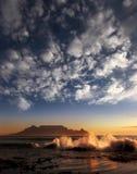 与云彩的表山,开普敦 免版税库存照片