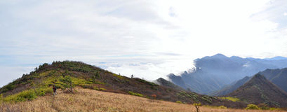 与云彩的锺南山 免版税库存照片