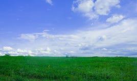 与云彩的风景 免版税库存照片