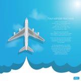 与云彩的飞机飞行在蓝色背景 免版税库存图片