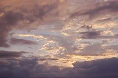 与云彩的Beasutiful日落在墨西哥 免版税库存照片