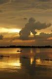 与云彩的Cloudscape当在日出的大猩猩形状 库存照片