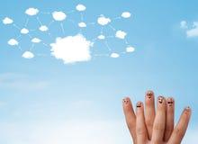 与云彩网络系统的手指面带笑容 库存图片