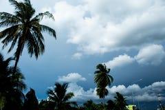 与云彩阴云密布的天空自白天 库存图片