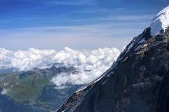 与云彩,从Jungfraujoch,瑞士的看法的蓝天 免版税库存图片
