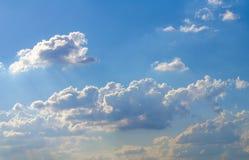 与云彩,蓝天,白色云彩的天空 免版税库存照片