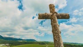 与云彩Timelapse的十字架 股票视频