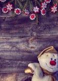 与云杉和雪人纺织品分支的圣诞节背景  免版税库存图片