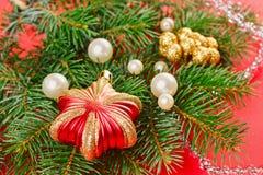 与云杉的新年度装饰 免版税库存照片