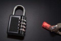 与互联网安全,电子安全,网络通行加密的连接 Rj45 图库摄影