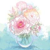 与五华丽牡丹花和叶子的花束在织地不很细背景的圆的透明花瓶与污点 L 库存照片