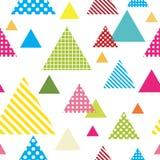 与五颜六色的三角和白色背景的无缝的样式 皇族释放例证
